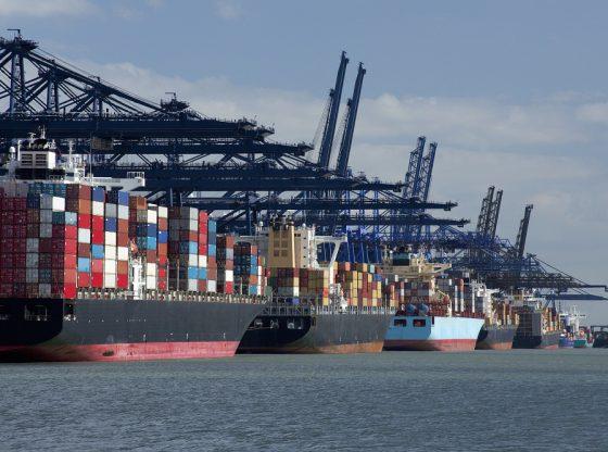 statki z transportem